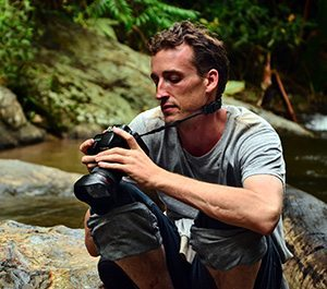 jeffrey warner, humanitarian photographer, photographer thailand, asia journalist, photo journalist