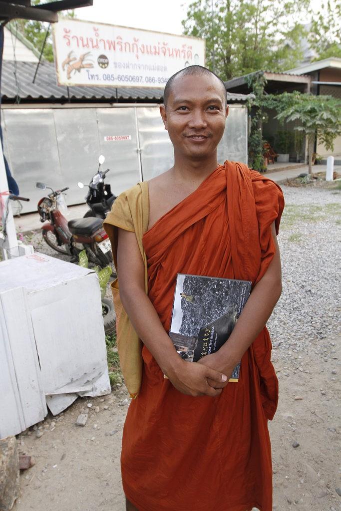 burma, mae sot, ashin sopaka, dignity amidst the rubbish
