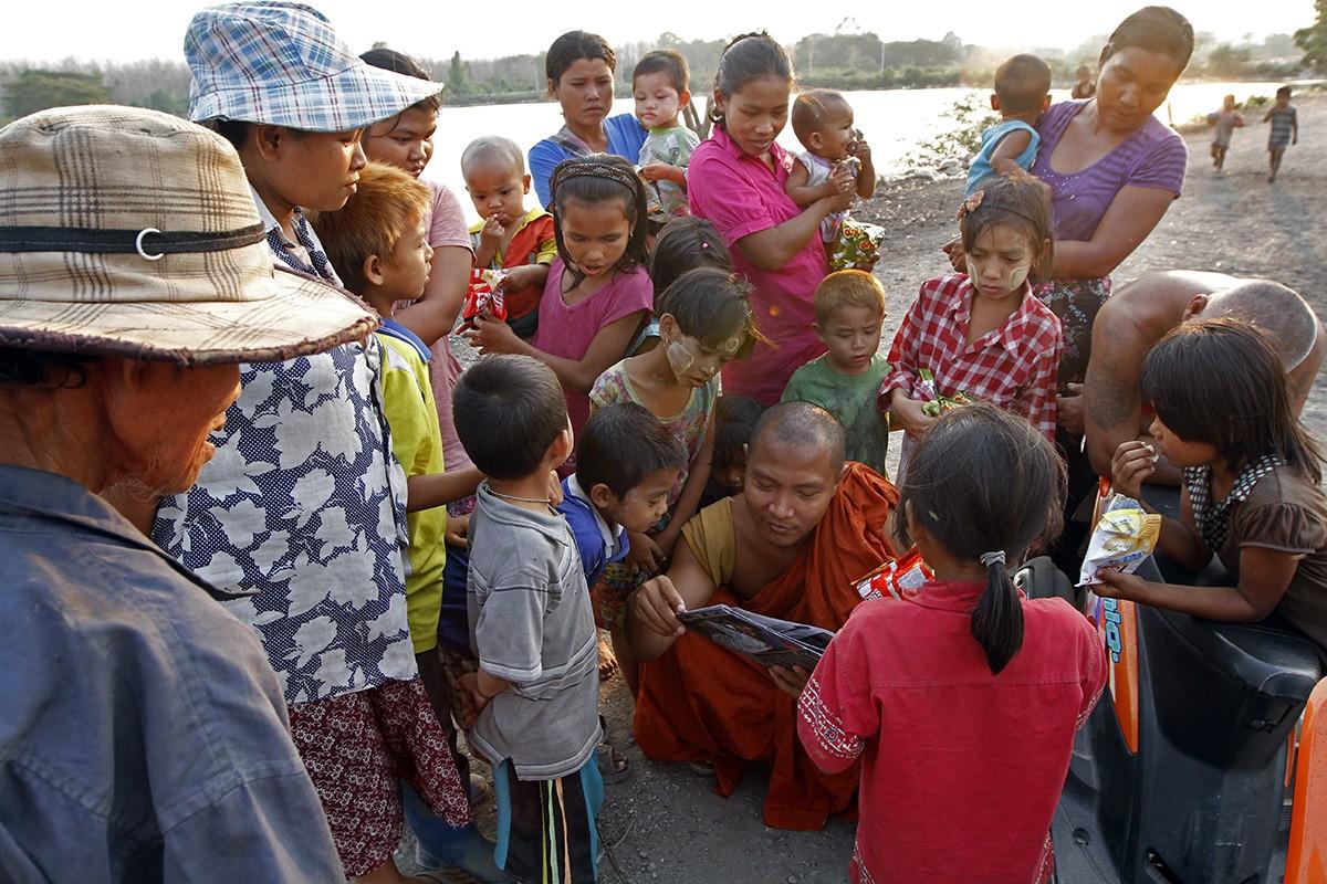 mae sot rubbish dump, mae sot, burmese migrants, dignity amidst the rubbish, jeffrey warner